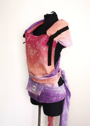 Ergonomic baby carrier. Hybrid baby carrier. Lace Love Themis.