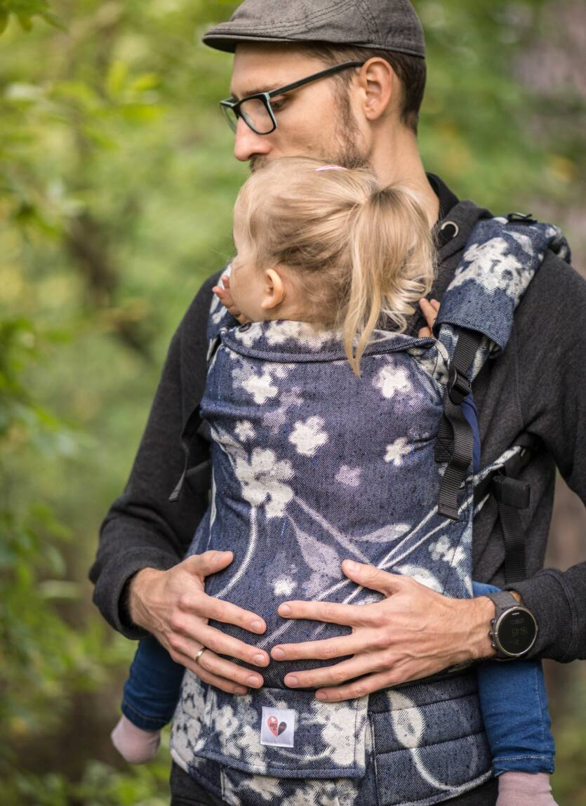 Freely Grow baby carrier. Flover of infinity .